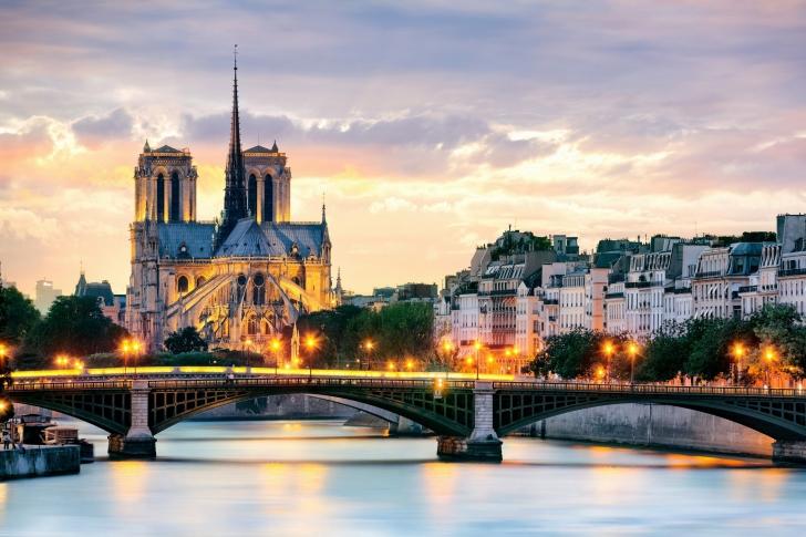 Notre Dame de Paris Catholic Cathedral wallpaper