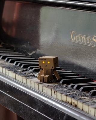 Danbo Pianist - Obrázkek zdarma pro Nokia C-5 5MP