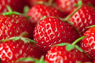 Free Fresh And Juicy Strawberry Picture for Android, iPhone and iPad