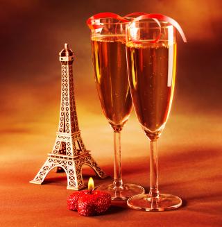 Paris Mini Eiffel Tower And Champagne - Obrázkek zdarma pro iPad mini 2