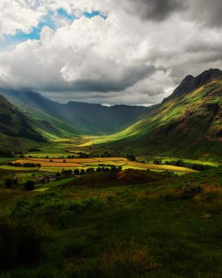 Green Hills Of England - Obrázkek zdarma pro Nokia Asha 305