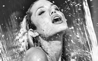 Angelina Jolie - Obrázkek zdarma pro HTC One