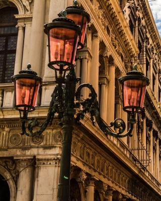 Venice Street lights and Architecture - Obrázkek zdarma pro iPhone 5S