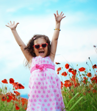 Happy Little Girl In Love With Life - Obrázkek zdarma pro 360x640