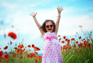 Happy Little Girl In Love With Life - Obrázkek zdarma pro 800x480