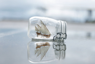 Toy Ship In Bottle - Obrázkek zdarma pro Widescreen Desktop PC 1280x800