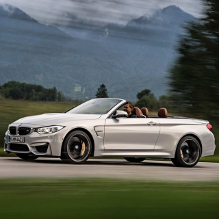 BMW M4 Convertible - Obrázkek zdarma pro iPad 2