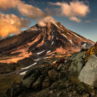 Koryaksky Volcano on Kamchatka - Obrázkek zdarma pro 128x128