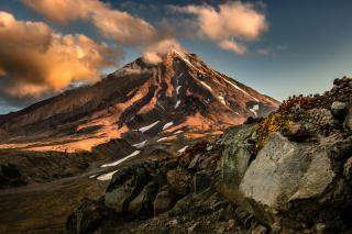 Koryaksky Volcano on Kamchatka - Obrázkek zdarma pro 220x176