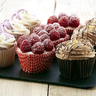 Mixed Berry Cupcakes - Obrázkek zdarma pro iPad mini 2