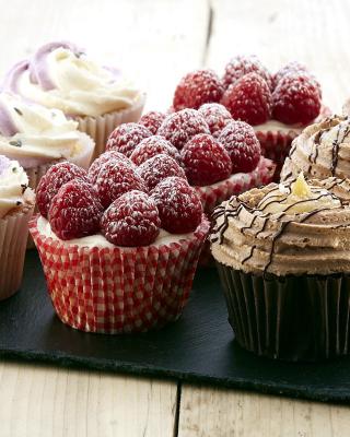 Mixed Berry Cupcakes - Obrázkek zdarma pro iPhone 4S