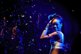 Rihanna - Obrázkek zdarma pro Samsung Galaxy S 4G