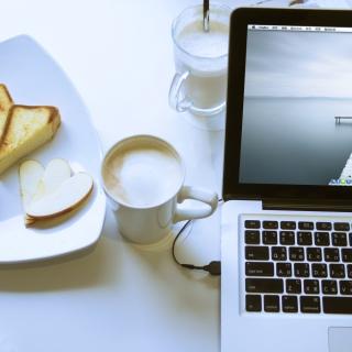 Apple - MacBook Pro - Obrázkek zdarma pro iPad 3