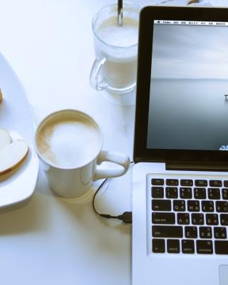 Apple - MacBook Pro - Obrázkek zdarma pro Nokia 300 Asha