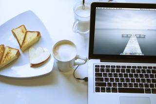 Apple - MacBook Pro - Obrázkek zdarma pro Sony Xperia Tablet S
