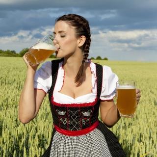 Girl likes Bavarian Weissbier - Obrázkek zdarma pro iPad 3