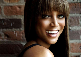 Tyra Banks Background for Android, iPhone and iPad