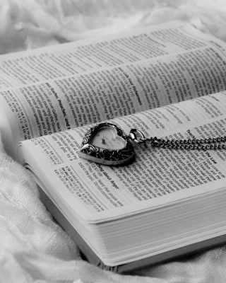 Bible And Vintage Heart-Shaped Watch - Obrázkek zdarma pro 240x400