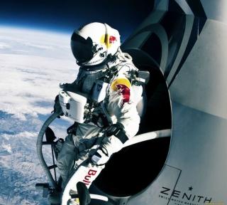 Felix Baumgartner Cosmic Jump - Obrázkek zdarma pro iPad Air