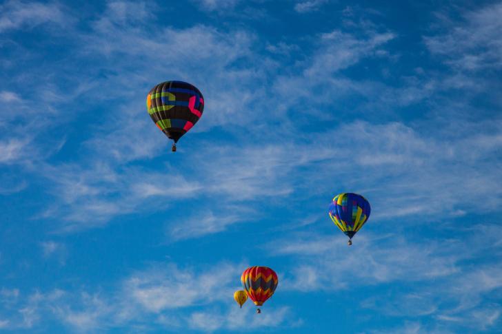 Climb In Balloon wallpaper