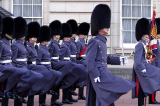 Buckingham Palace Queens Guard - Obrázkek zdarma pro Widescreen Desktop PC 1920x1080 Full HD
