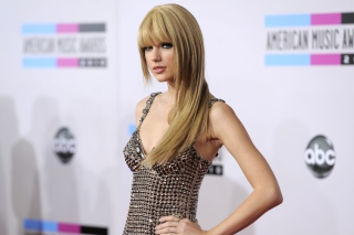 Taylor Swift On Red Carpet Picture for Android, iPhone and iPad
