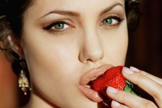 Angelina's Jolie Strawberry - Obrázkek zdarma pro Nokia Asha 302