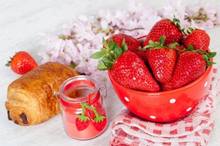 Strawberry, jam and croissant - Obrázkek zdarma