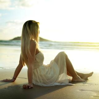 Blonde on Beach - Obrázkek zdarma pro 2048x2048
