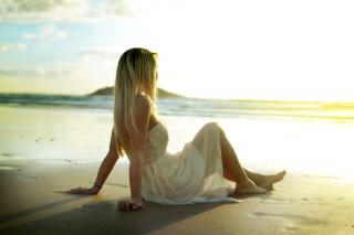 Blonde on Beach - Obrázkek zdarma pro 800x600