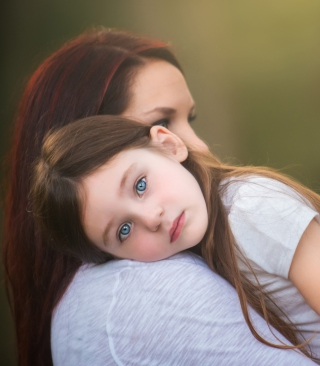 Mom And Daughter With Blue Eyes - Obrázkek zdarma pro 640x960