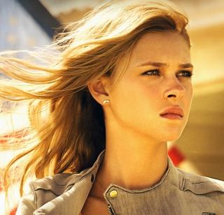 Nicola Peltz In Transformers 4 - Obrázkek zdarma pro 320x320