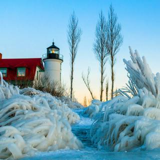 Winter Frozen Lighthouses - Obrázkek zdarma pro iPad Air