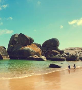 Penguins On Ocean Beach - Obrázkek zdarma pro iPad
