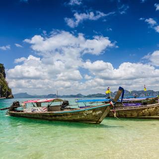 Boats in Thailand Phi Phi - Obrázkek zdarma pro iPad 2