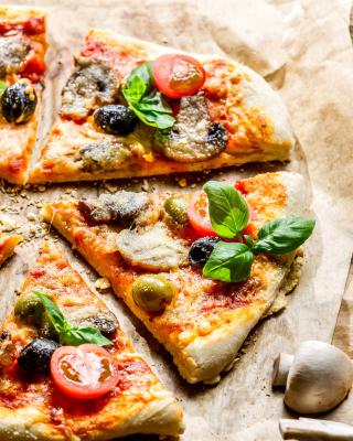 Pizza with olives - Obrázkek zdarma pro Nokia Asha 300