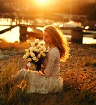 Pretty Girl With White Roses Bouquet - Obrázkek zdarma pro 1024x1024