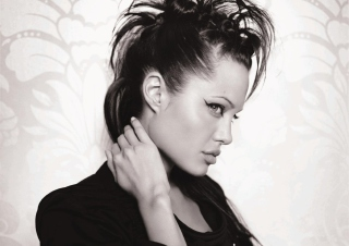 Angelina Jolie - Obrázkek zdarma pro 1600x900