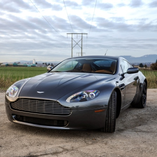 Aston Martin V8 Vantage - Obrázkek zdarma pro 1024x1024