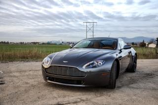 Aston Martin V8 Vantage - Obrázkek zdarma pro LG P700 Optimus L7