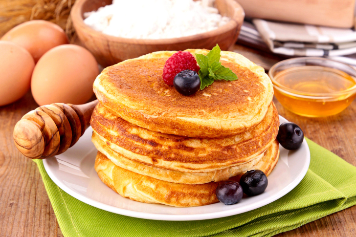 Pancakes with honey wallpaper