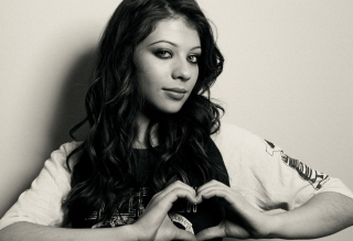 Free Michelle Trachtenberg Monochrome Picture for Android, iPhone and iPad