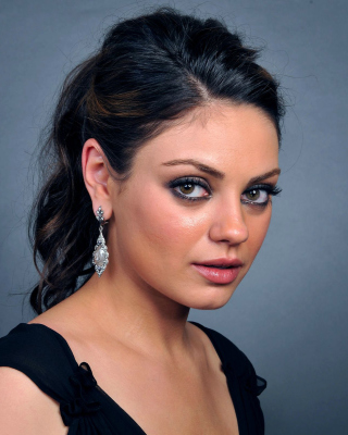 Talented actress Mila Kunis - Obrázkek zdarma pro Nokia Asha 203