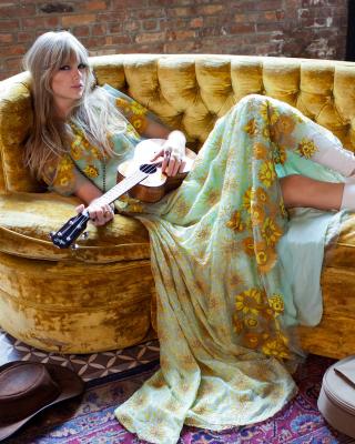 Taylor Swift - Obrázkek zdarma pro Nokia Asha 308