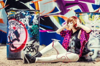Graffiti Girl Listening To Music - Obrázkek zdarma pro Widescreen Desktop PC 1920x1080 Full HD