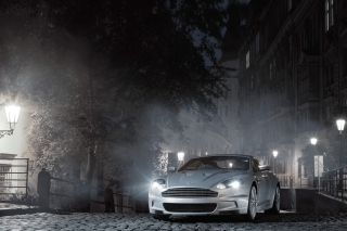 White Aston Martin At Night - Obrázkek zdarma pro Widescreen Desktop PC 1600x900