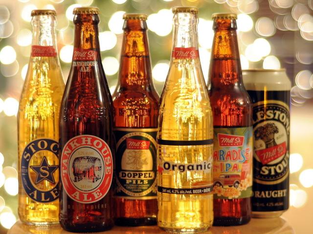 http://files.vividscreen.info/soft/830232ecd5e949b4fe400d31f54cf016/Beer-Bottles-640x480.jpg