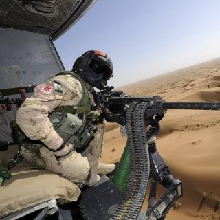 Machine Gun with Soldiers - Obrázkek zdarma pro 208x208