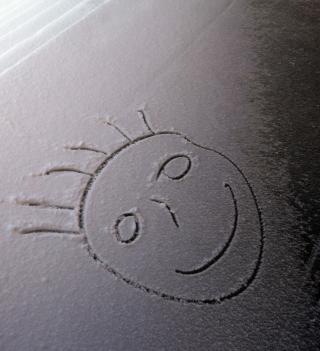 Smile On White Snow - Obrázkek zdarma pro 320x320