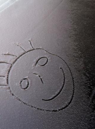 Smile On White Snow - Obrázkek zdarma pro iPhone 4S